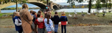 Visite de Devant-le-Pont à des élèves du quartier